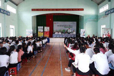 Chương trình hướng nghiệp cho học sinh lớp 12 niên khóa 2016-2019 tại trường THPT Phan Chu Trinh